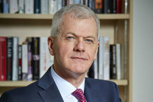 Sir David Bell has announced he is to leave the University of Reading